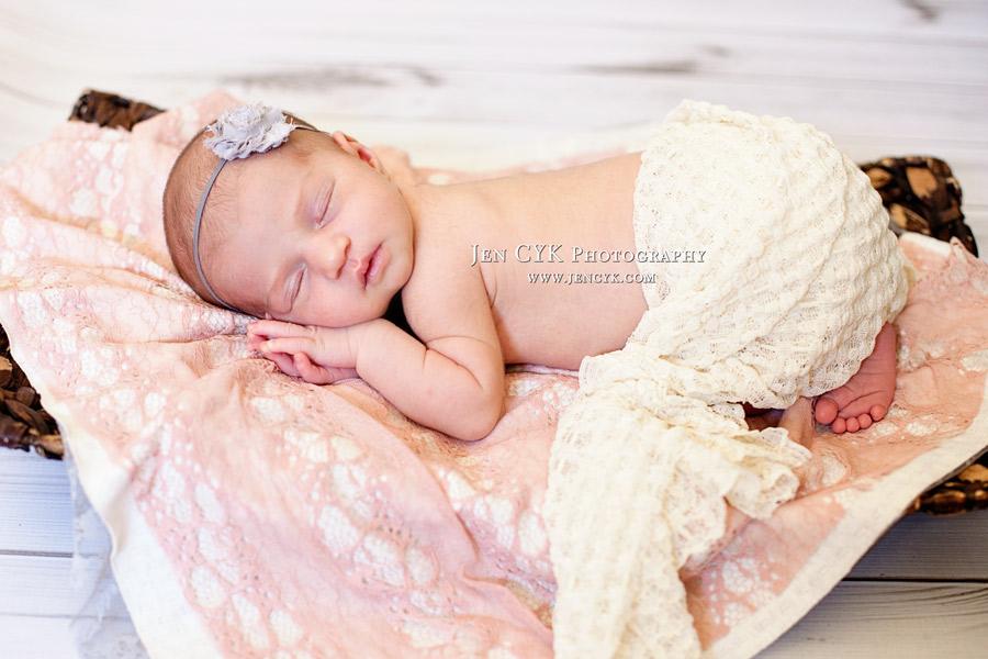 Amazing Newborn Poses (3)