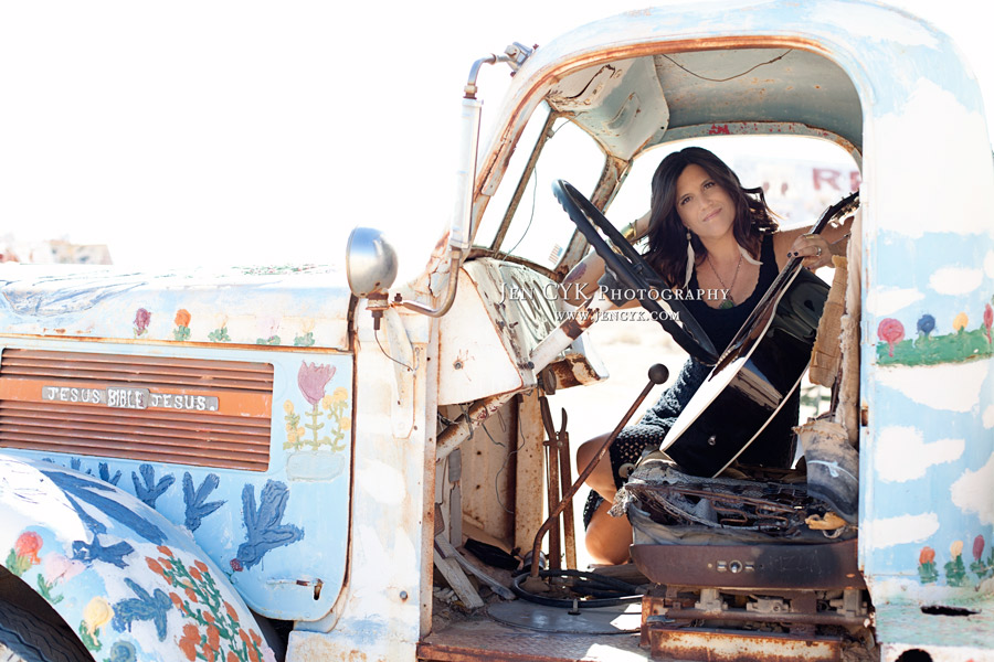 Salvation Mountain Girls Guitar (4)