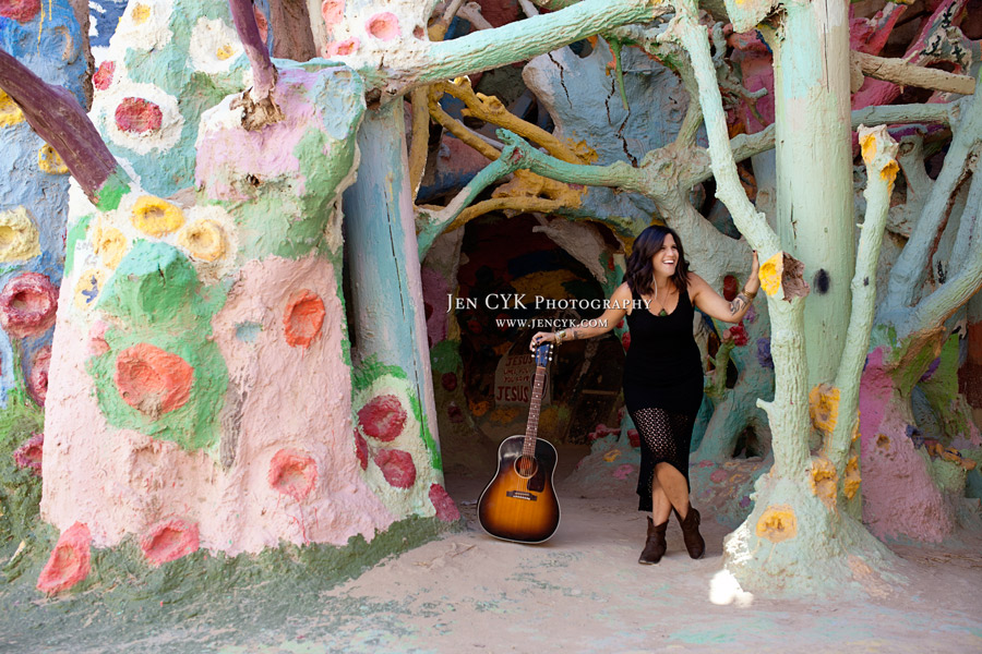 Salvation Mountain Girls Guitar (7)