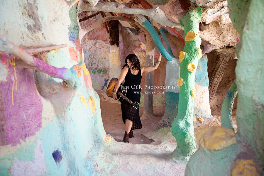Salvation Mountain Girls Guitar (8)